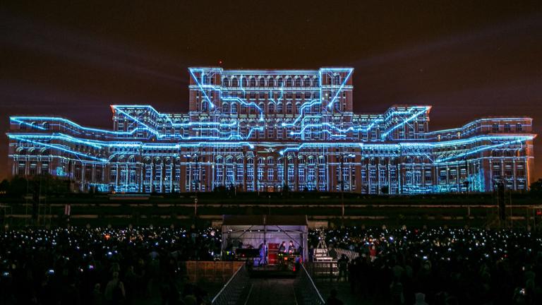 A digitális világ megjelenítése az épületen (Fotó: Limelight Projection Mapping/Alex Barbulescu)