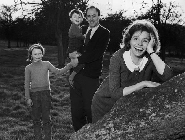 Roald Dahl és családja (Fotó: Hulton Archive/Getty Images)