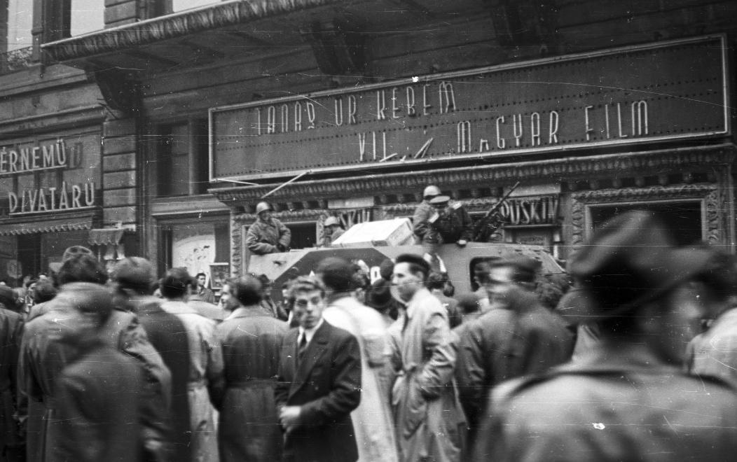 Puskin mozi 1956-ban.  (fotó: Fortepan)