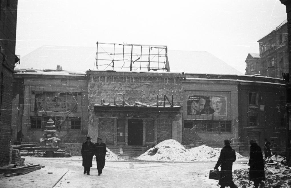Corvin mozi 1956-ban (fotó: Fortepan)