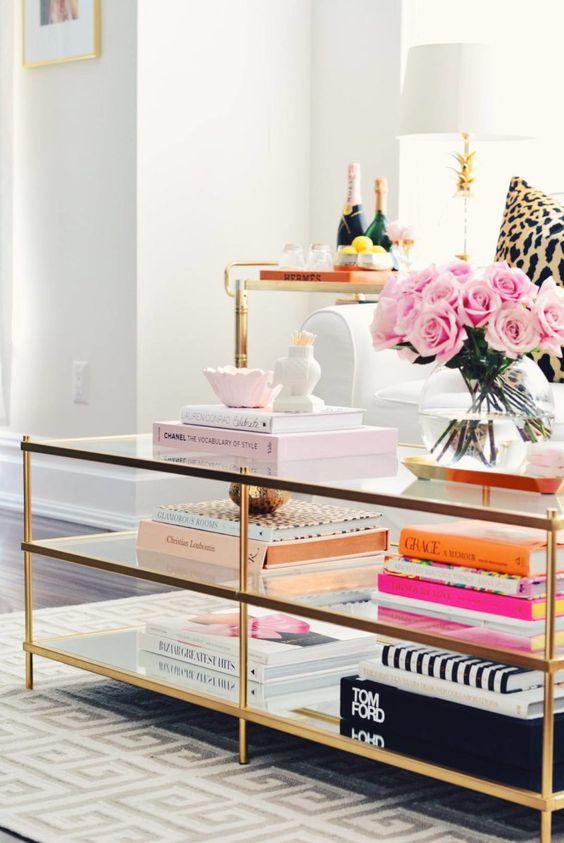 Ami talán sosem megy ki a divatból: arany, rózsaszín, rózsák.
