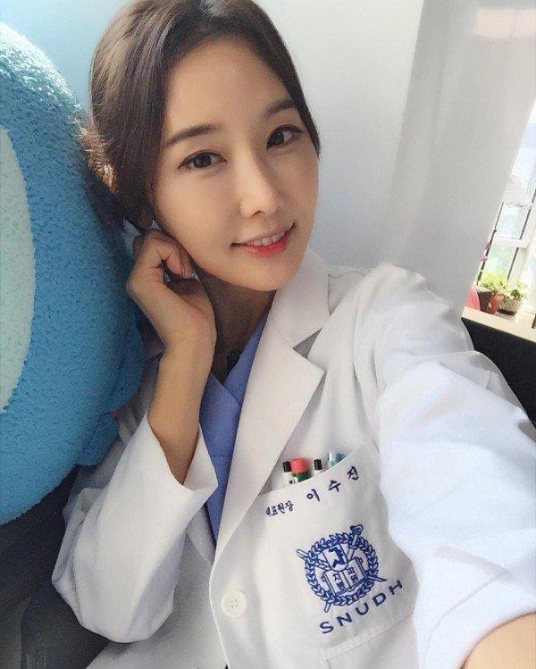 16-nak néz ki a 48 éves fogorvosnő