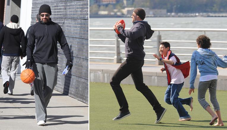 Hugh és fia Maximillian fociznak (Fotó: Profimedia)