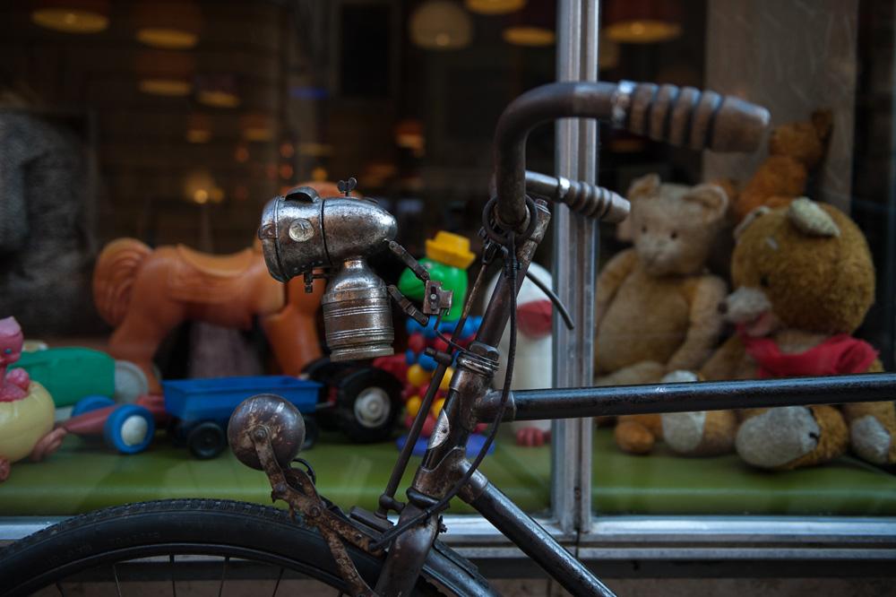 Elegánsan két keréken - visszatért a 20-as évek kerékpáros divatja