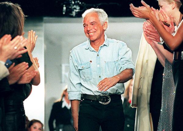 Ralph Lauren egy 1997-es New York-i divatbemutatóján (Fotó: Jon Levy/Getty Images)