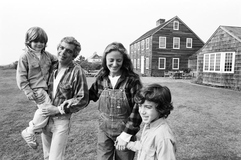Ralph és Ricky Lauren otthon a gyerekeikkel (1977)