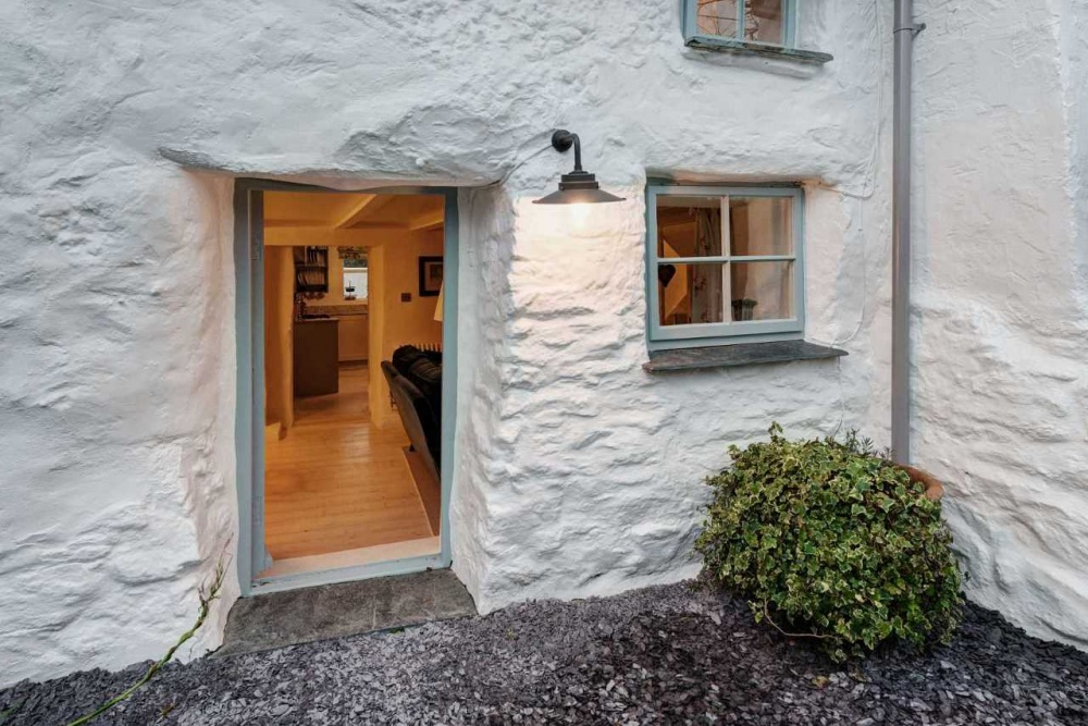 Kukkants be egy elképesztően bájos 300 éves falusi házikóba!