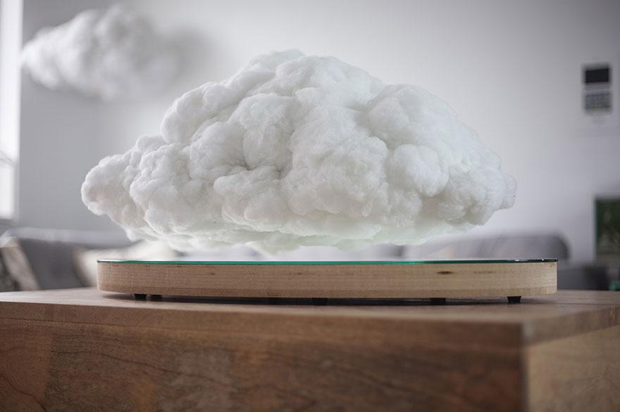 Ez a bizarr felhődekoráció lebeg és villámlik a nappalidban