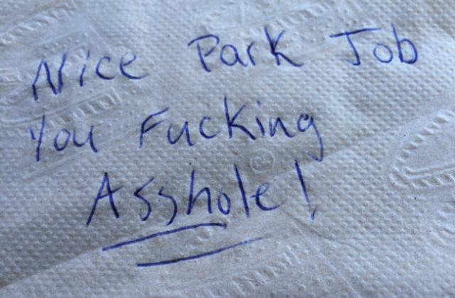 És a levél a szabálytalanul parkoló autósoknak