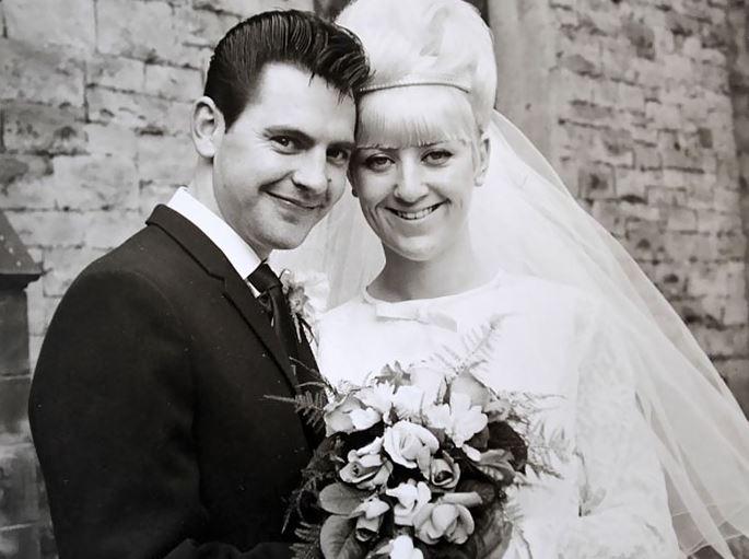 Ugyanabban a ruhában ünnepelték 50. házassági évfordulójukat, amiben esküdtek