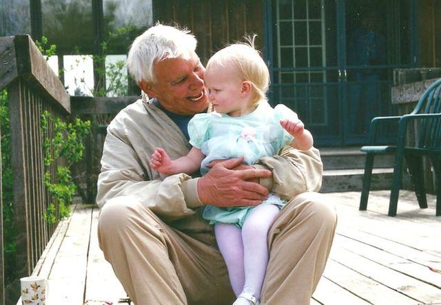 Abby és a nagypapája - kép a dobozból