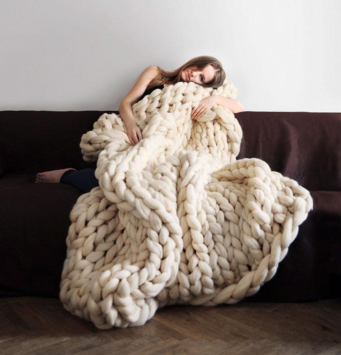 így köthetsz menő, óriási takarót mindössze néhány óra alatt