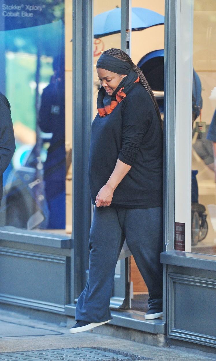 Az 50 éves Janet Jackson első terhes fotói