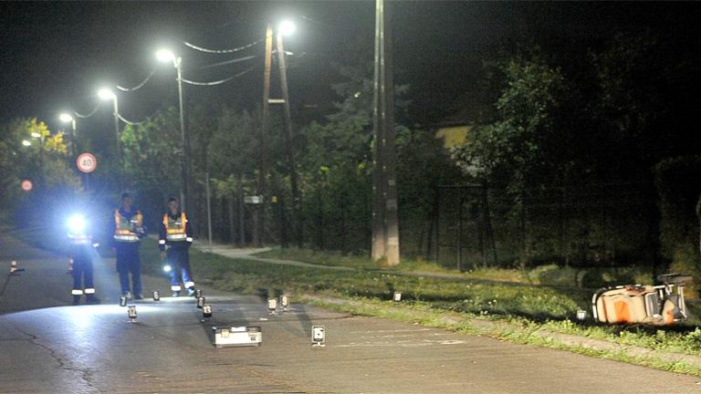 Rendőrök helyszínelnek 2016. október 13-án a szentendrei Kálvária utcában -MTI Fotó: Mihádák Zoltán