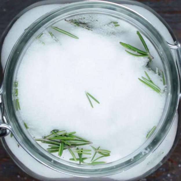 Így őrizd meg a maradék fűszernövényeket - szuper tippek