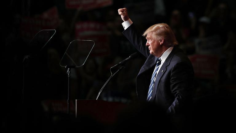 Trump május óta vezet először