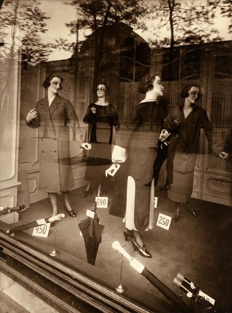Párizsi kirakat a 20-as évekből (Fotó: Corbis Historical)