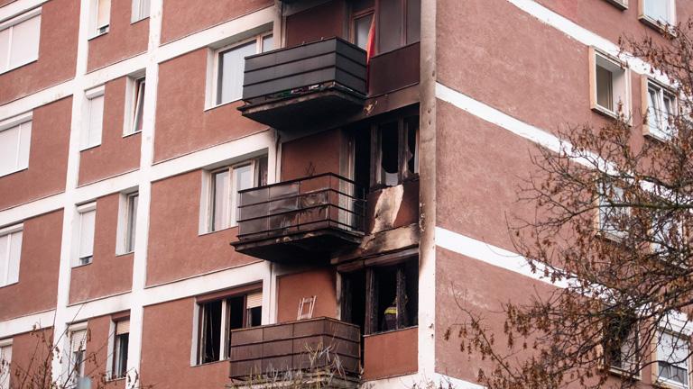 Itt vannak az első fotók a salgótarjáni tűzvészről! - 32 embert kellett kimenekíteni