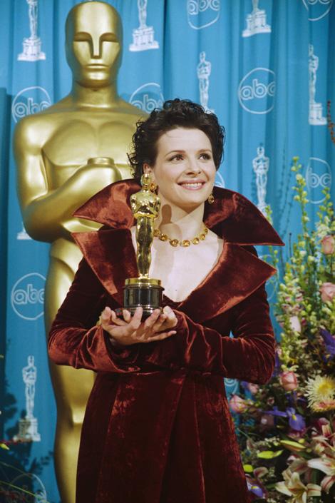 Juliette Binoche a legjobb színésznőnek járó díjjal