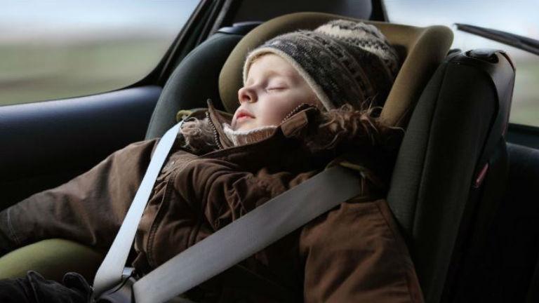 Veszélyes lehet, ha télikabátban ülteted gyerekülésbe a gyerekedet