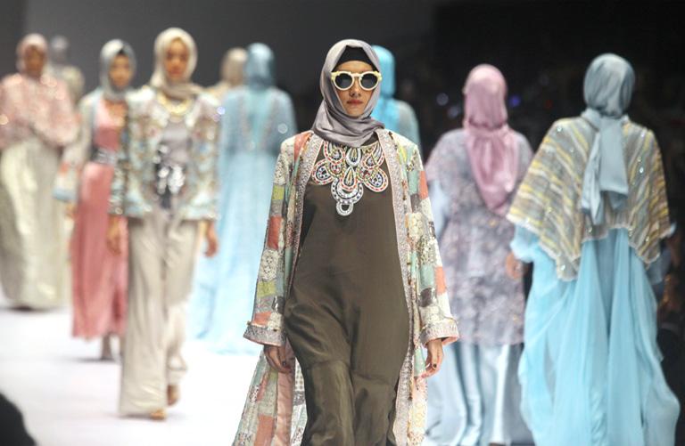 Divatbemutató a Jakarta Fashion Week-en (Fotó: Getty Images)