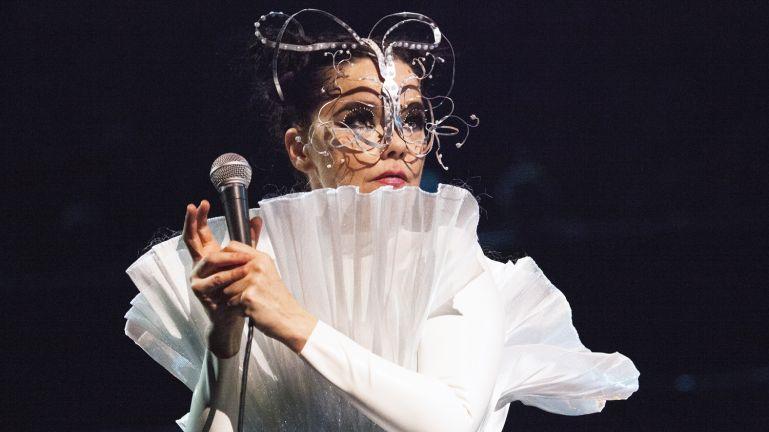 Ez történik ma, Björk szülinapján