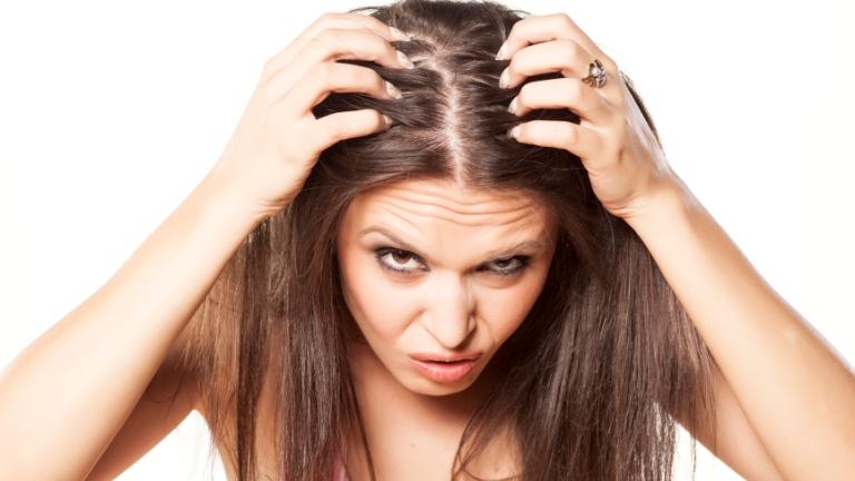 Problémás fejbőr: korpa vagy pikkelysömör?