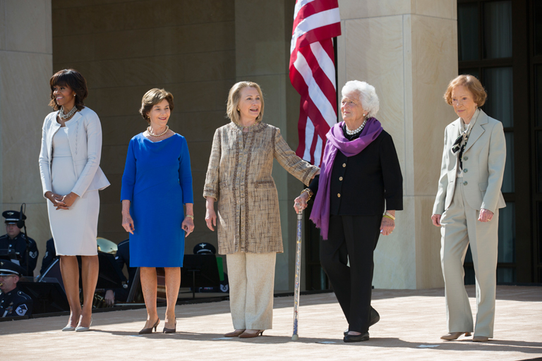 A ma is élő öt first lady (b-j): Michelle Obama, Laura Bush, Hillary Clinton, Barbara Bush, Roselynne Carter