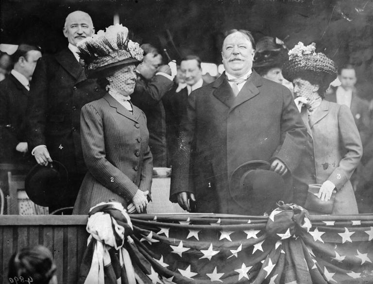 William Howard és Nellie Taft egy baseballmeccs tribünjén