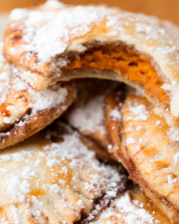 Isteni édesburgonyás minilepények, maradék pitetésztából