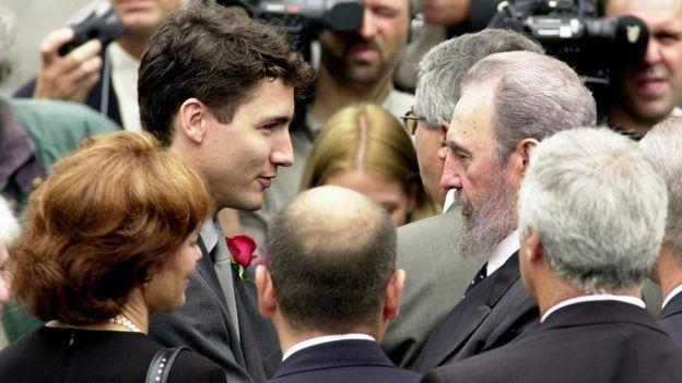 Justin Trudeau édesapja temetésén is találkozott Fidel Castróval (Fotó: Tumblr)
