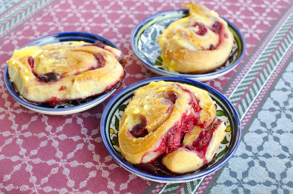 Nyári íz a karácsonyi sütiben: tojáslikőrös málnás tekercs