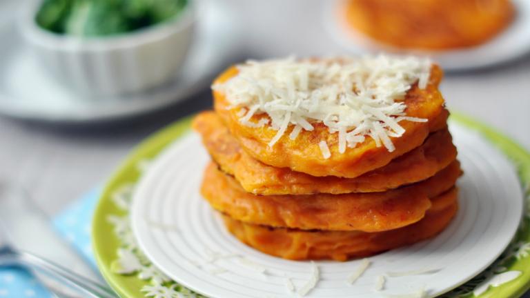Nyerő páros vacsorára: parmezános-sütőtökös palacsinta