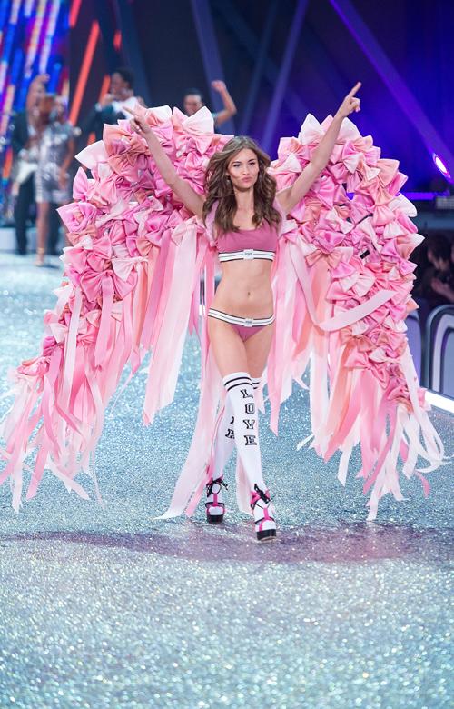 A 16 leg-leg-leg kreáció a Victoria's Secret bemutatóról