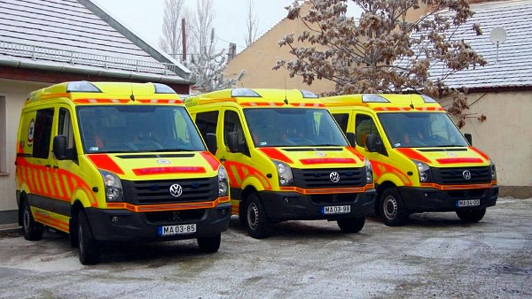 A mentőszolgálat munkatársai már az újszülötthöz érkeztek meg (Fotó: OMSZ)