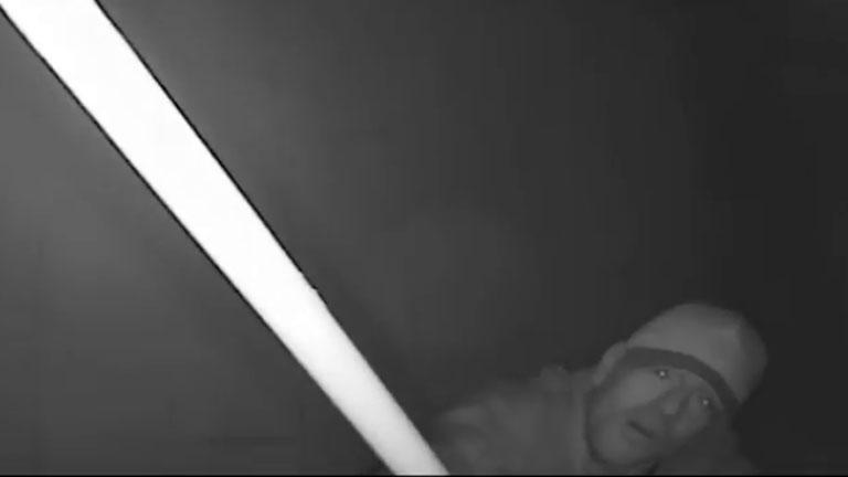 Így törnek be hozzád éjszaka - videó