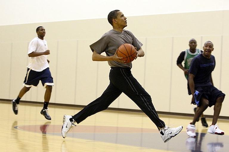Mintha csak Michael Jordant látnánk: Obama szenvedélye a kosárlabda (Fotó: Tumblr)