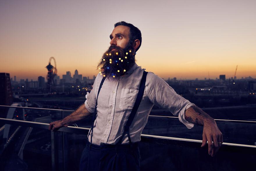 Figyeljetek fiúk, így lehet karácsonyfa a szakállatokból