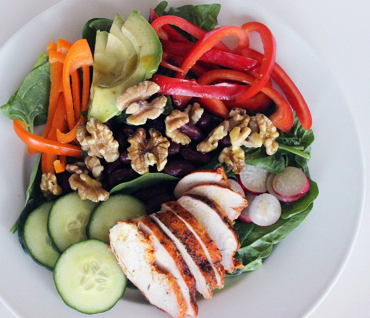 Építsd fel a legegészségesebb és laktatóbb salátát 5 lépésben!