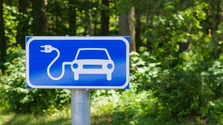 Halogatják, de bekövetkezhet: innen tényleg kitiltanák a hagyományos autókat