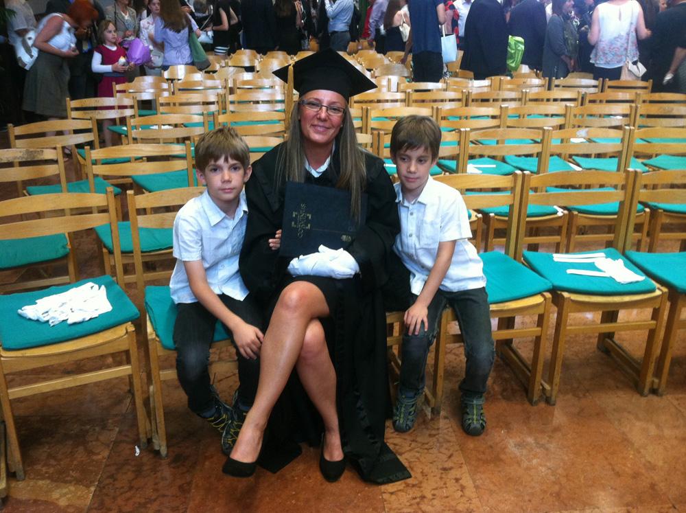 Késmárki Kata a gyerekekkel és a sörfőző mester diplomával