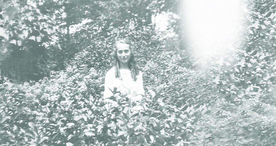 Estée Lauder 1919-ben, 11 évesen