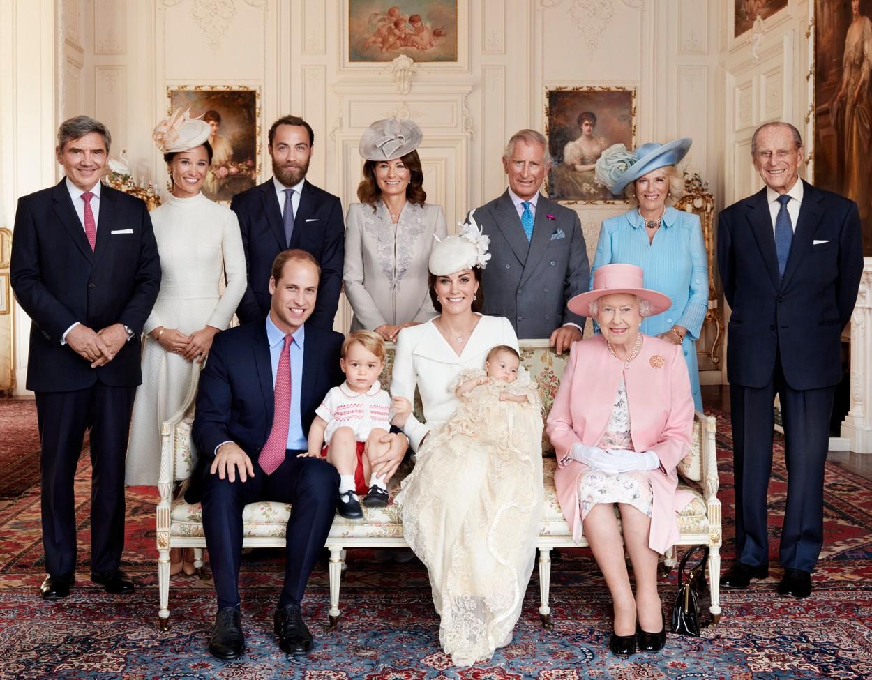 Szupercuki szerepben Charlotte hercegnő és György herceg