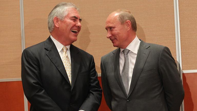 Rex Tillerson (b.) és Vlagyimir Putyin kapcsolata sokakat aggaszt Amerikában