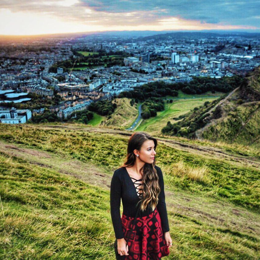 15 éves világjáró tini, aki könyvet és blogot ír