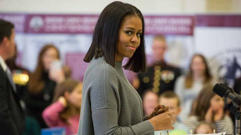 A First Lady-t lemajmozó hivatalnokot lemondásra szólították fel