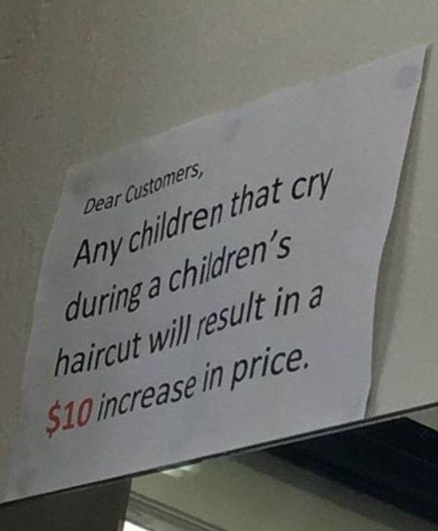 Kiakadtak a szülők a fodrászon, aki többet kér, ha sír a gyerek