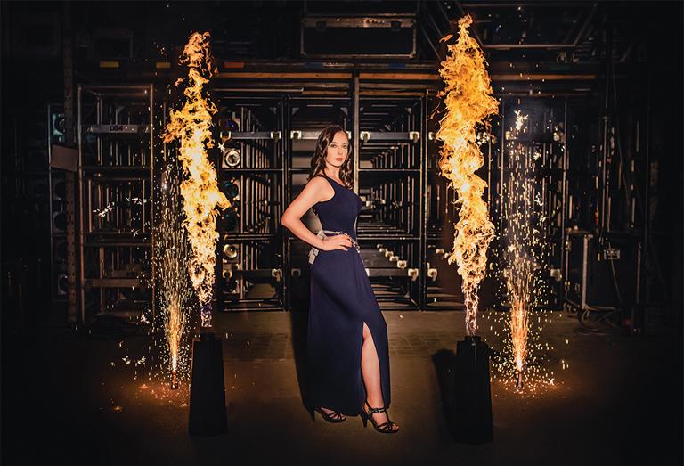 A pirotechnikus Juhász Eszter Miss Decemberként Hegyi Júlia Lily, a RoadVasárNaptár fotósa (Fotó: Hegyi Júlia Lily)