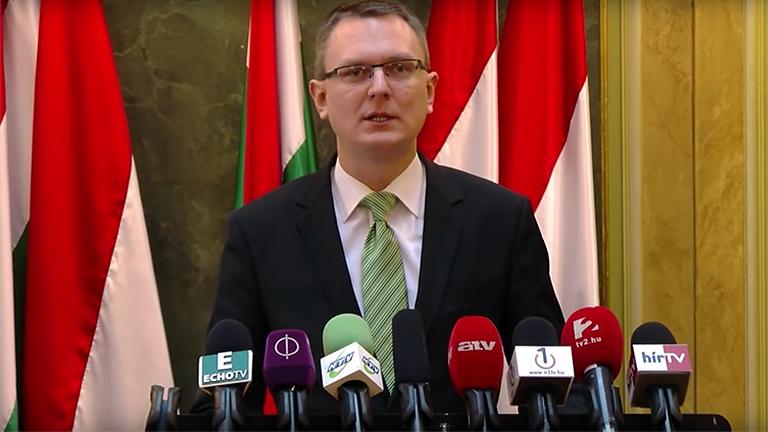 Rétvári Bence sajtótájékoztatót tart (Fotó: EMMI)