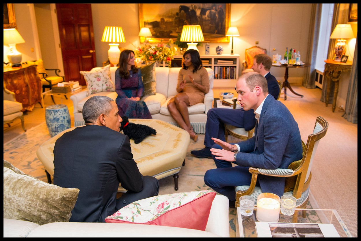 Vilmos, Harry és Katalin fogadja az Obama házaspárt a Kensington Palotában